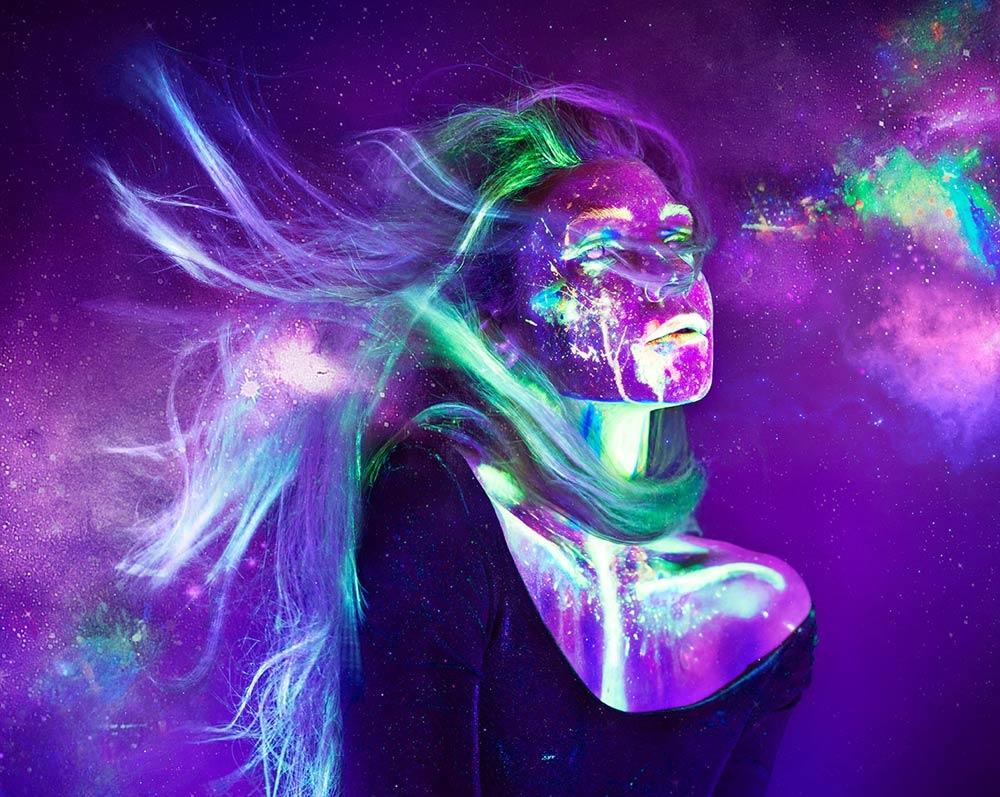 IRR II Galaxy II Ein Schwarzlicht Selbstportrait von Sabine Fischer