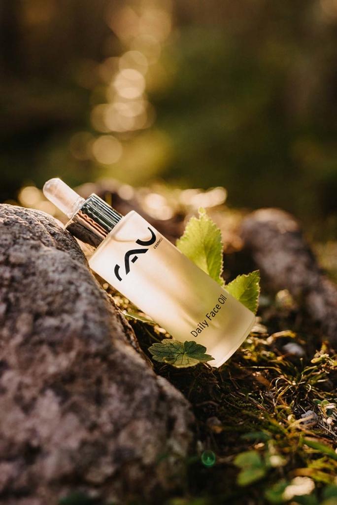 RAU Cosmetics Produktfoto mit dem RAU Daily Face Oil